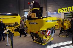 Bednar FertiBox FB F - ciekawy zbiornik na nawóz i nasiona