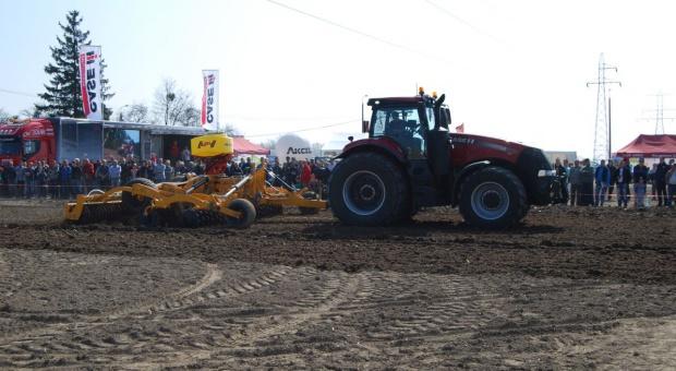 Pokazy polowe traktorów Case IH i Steyr- rusza Demo Tour 2016