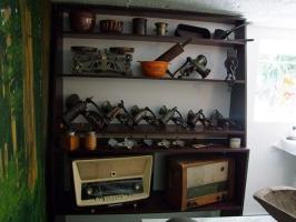 Waga, radio oraz kolekcja młynków, fot. Muzeum w Łysomicach