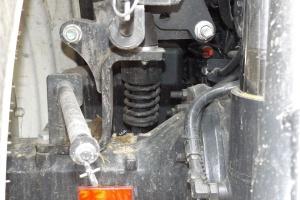 Zawieszenia kabiny w połączeniu z zawieszeniem przedniej osi ułatwia pracę operatorowi maszyny, fot. KW