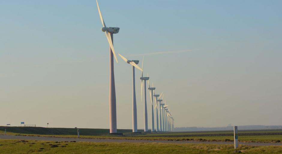 Komisja pozostawia w projekcie zapis dot. odległości wiatraków od zabudowań