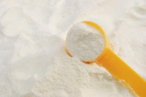 UE: Wstrzymano interwencję dotyczącą mleka odtłuszczonego