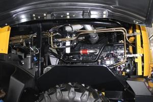 Silnik został ułożony wzdłużnie, co umożliwia przekazanie mocy na napędy przez pas o krótszej długości (niższe straty mocy). Fot. MK