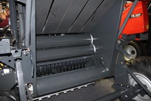 Komora prasowania pras serii VB 2200 składa się z 3 walców oraz 5 pasów. Fot. MK.