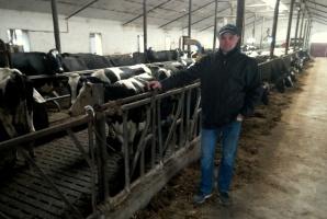 Paweł Roman, hodowca bydła i producent mleka z miejscowości Dębiny k. Przasnysza