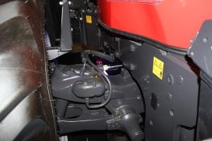Ciągnik może być wyposażony w przednią amortyzowaną, wielowahaczową oś Carraro z możliwością zablokowania. Fot. MK.