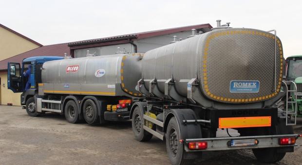 Friesland Campina obniża gwarantowaną cenę mleka