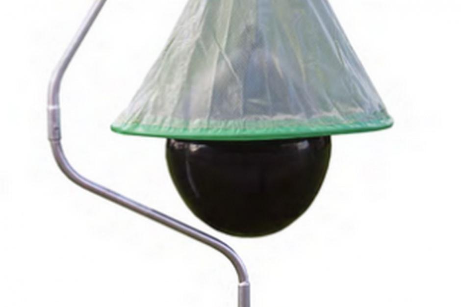 Głównym elementem konstrukcyjnym pułapki, odpowiedzialnym za zwabianie jusznic jest czarna gumowa kula imitująca ciało potencjalnej ofiary.