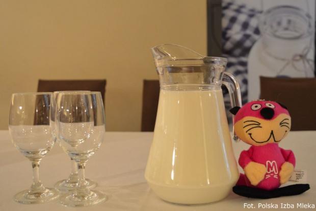 Polska Izba Mleka i PFHBiPM propagują spożywanie mleka