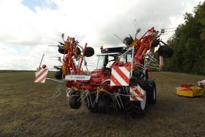 Maszyna jest hydraulicznie składana do transportu, fot. kw