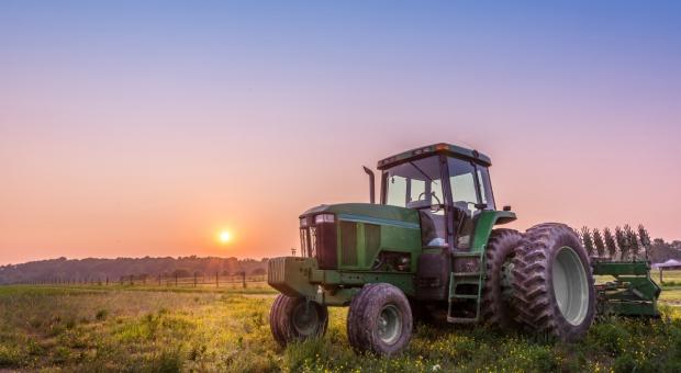 Niższe limity emisji dla maszyn rolniczych i budowlanych