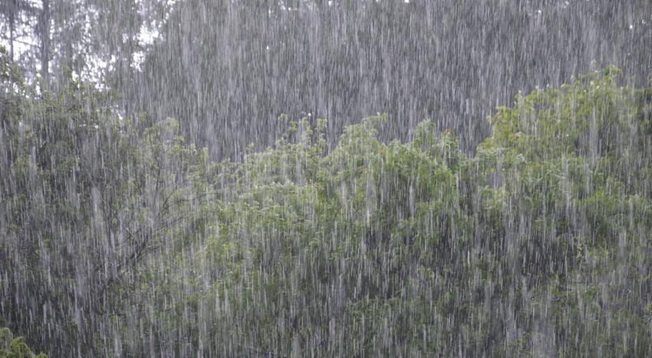 IMGW: silny deszcz i burze z gradem w dziewięciu województwach