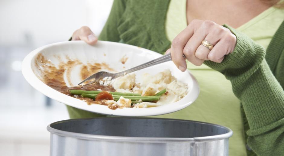 Co czwarty Polak wyrzuca jedzenie m.in. owoce, warzywa i pieczywo
