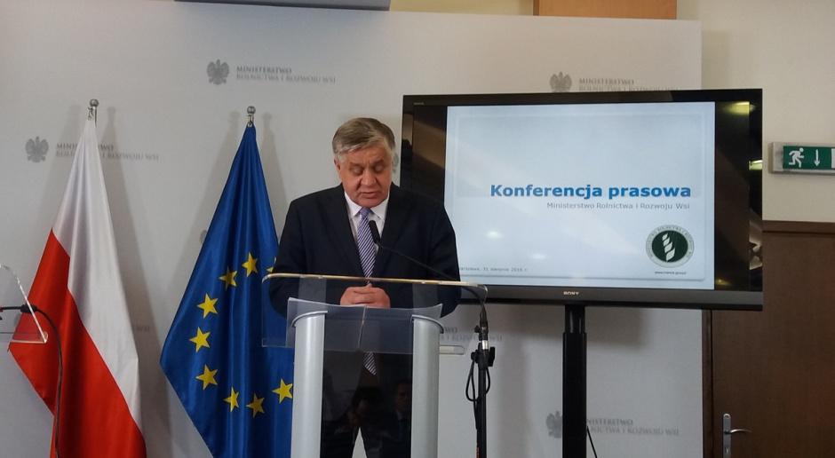 Jurgiel: Projekt specustawy przewiduje wykup świń ze strefy ochronnej