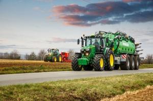 Nowe modele ciągników John Deere: 6230R i 6250R trafią do klientów z początkiem lata 2107 r., fot. John Deere
