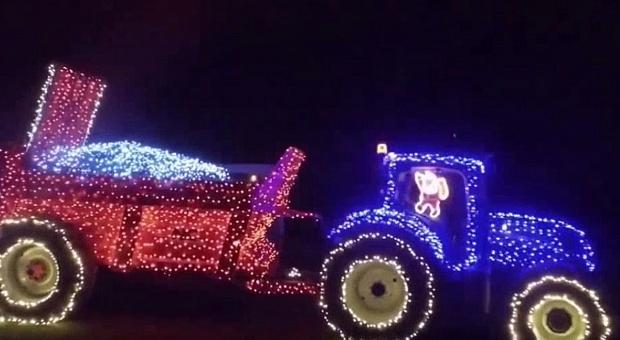Świąteczny ciągnik, takie rzeczy tylko w Irlandii!
