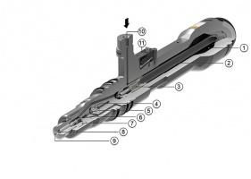 Wtryskiwacz elektromagnetyczny MTU przeznaczony do silników o dużej pojemności, z własnym akumulatorem paliwa. - (1) Akumulator paliwa - (2) Filtr paliwa - (3) Zawór dławiący - (4) Cewka sterująca - (5) Zawór pilotujący sterowany cewką - (6) Otwory doprowadzające paliwo do układu sterującego - (7) Tuleja iglicy - (8) Iglica zamykająca dopływ paliwa do dysz - (9) Dysza - (10) Doprowadzenie paliwa z zasobnika - (11) Podłączenie zasilania cewki