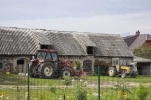 Kolejny zarzut dla asesora, który zajął traktor rolnika spod Mławy