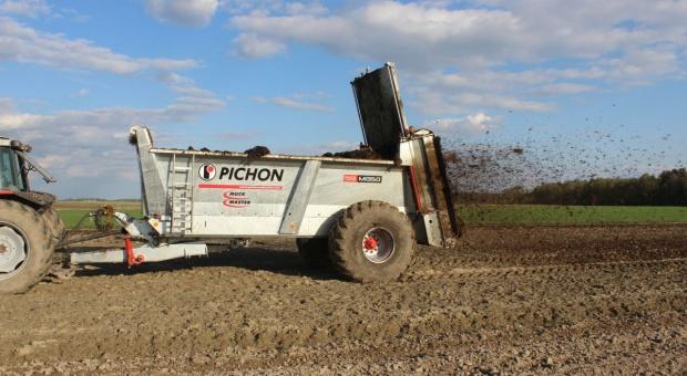 Test rozrzutnika Pichon Muck Master M1350 - zobacz jak pracuje