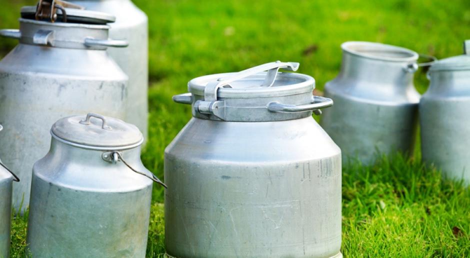 KE zapewnia, że będzie ostrożna ws. wypuszczania na rynek mleka z interwencji