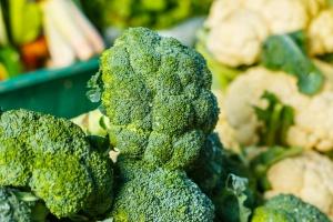 W. Brytania: Supermarkety racjonują sałatę lodową i brokuły