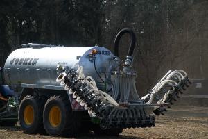 Efektywnie i z troską o środowisko - szczelinowe aplikatory do gnojowicy