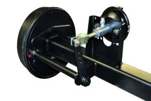 Siłownik hydrauliczno-pneumatyczny pozwoli na użytkowanie maszyny w niego wyposażonej zarówno przez ciągniki z hydraulicznym jak i pneumatycznym układem hamulcowym
