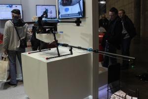 Dron-opryskiwacz na stoisku firmy DroneVolt fot. Ł. Głuchowski