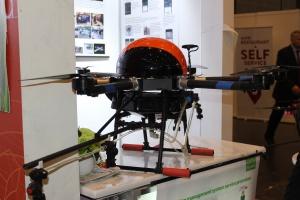 Dron-opryskiwacz na stoisku firmy z Chin fot. Ł. Głuchowski