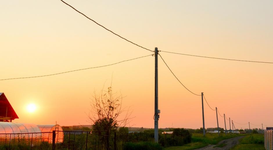 Pracownik wodociągów i elektrowni ma prawo wejść na posesję bez twojej zgody