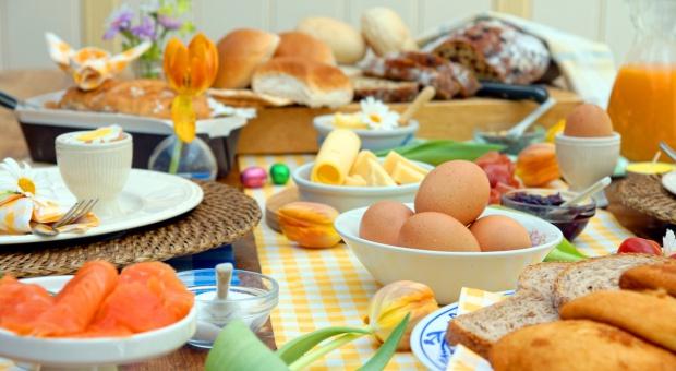 Dworczyk: okres Wielkanocy nadal będzie objęty regulacjami
