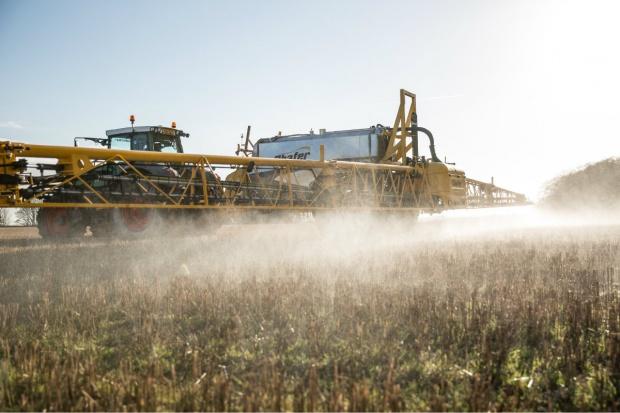 Prezes KRUS apeluje o bezpieczeństwo przy pracach ze środkami ochrony roślin