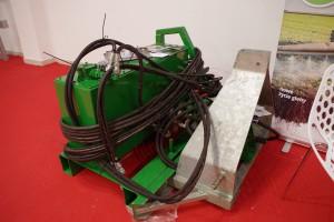 Hydraulika to podstawa, na tylny TUZ zaczepiany jest agregat wyposażony we własną pompę napędzaną z wałka WOM, oraz zbiornik na olej fot. GS