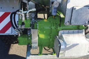 Pompa krzywkowa jest umieszczana z tyłu wozu i napędzana hydraulicznie; Fot. mat prasowe