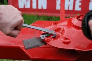 Nożyki w kosiarkach dyskowych - ostrzyć czy wymieniać?