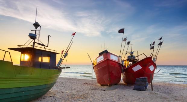 Rybacy rekreacyjni pływają w pobliżu portu w Gdańsku, ale nie blokują dostępu