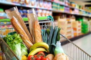 Ekonomiści: Wzrost cen żywności w maju rekompensował spadek cen paliw
