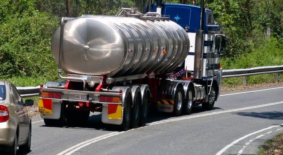 UE: Średnia cena skupu mleka w kwietniu spadła o 0,2 eurocenta/kg