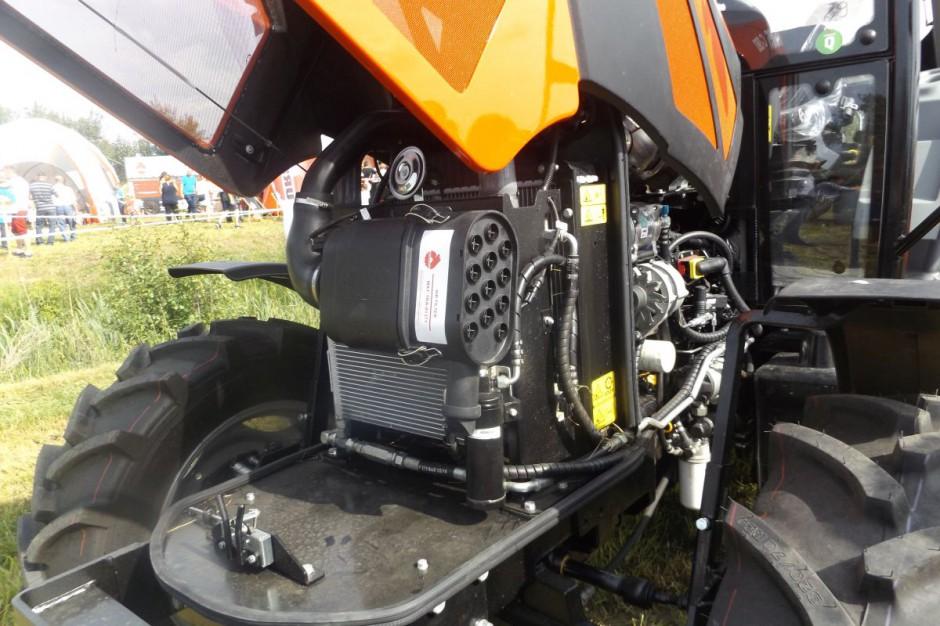 Pod nową maską pracuje silnik Deutz o mocy 75 KM