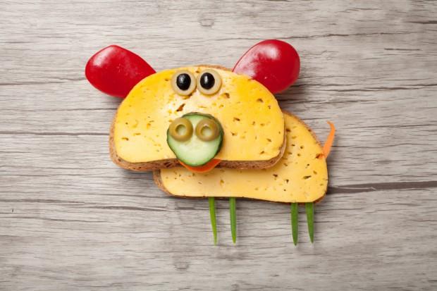 Karmił świnie kanapkami, słono za to zapłaci!