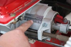 """W przypadku siewnika pneumatycznego Unia Fenix podstawową czynnością przy zmianie dawki wysiewu na drobne nasiona jest przestawienie aparatu na skalę """"mikro"""""""