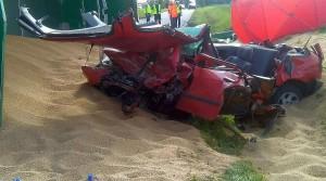 W wyniku wypadku zginęli kierowca i pasażerka auta.