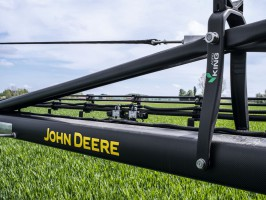 John Deere R4050i - karbonowa belka, fot. JD