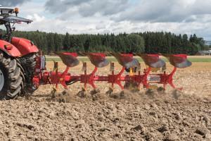 Pöttinger Servo 45 M: nowy pług dla najmocniejszych ciągników