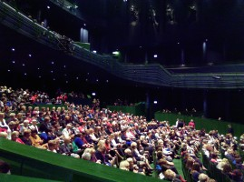 800 pań zasiadło na widowni.
