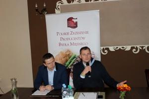 Od lewej:  Józef Wojewódzki, członek zarządu PZPBM, producent bydła mięsnego oraz Wojciech Styburski przedstawiciel firmy doradczej i jednocześnie producent bydła w systemie QMP