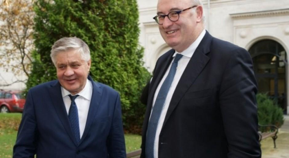 Jurgiel z Hoganem o rekompensatach dla rolników w związku z ASF