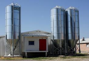 GUS: Mniej nowych budynków inwentarskich i gospodarczych. Rolnicy ograniczyli inwestycje