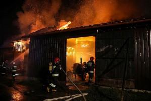 Sześć budynków płonęło w środku wsi