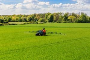 Francja: Wycofywanie glifosatu postępuje